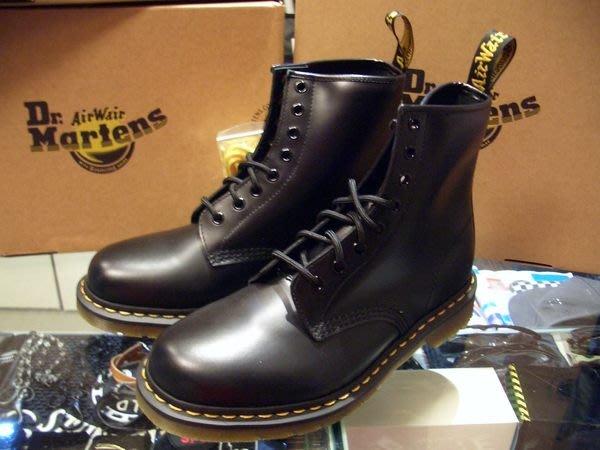 Dr. Martens 經典鞋款 1460原創8孔中筒靴  黑皮格黃線膠底 UK7 (US8)