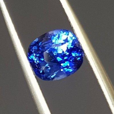 揚邵一品 全台唯一 (國際蓮花證書認證 孔雀藍寶石)2.55克拉電光藍效果 錫蘭藍寶石色澤濃郁火光閃耀世上最美