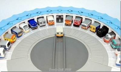 全新【Q 版迴力車扇形車庫】,可放18台車,下標就賣!免運費!
