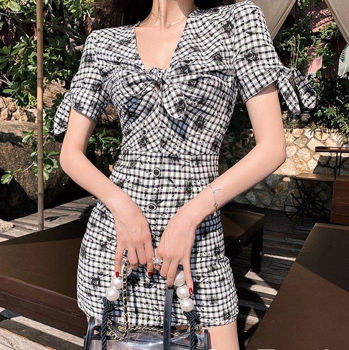 《巴黎拜金女》性感小黑裙chic心機連衣裙赫本氣質黑白格子短款裙子