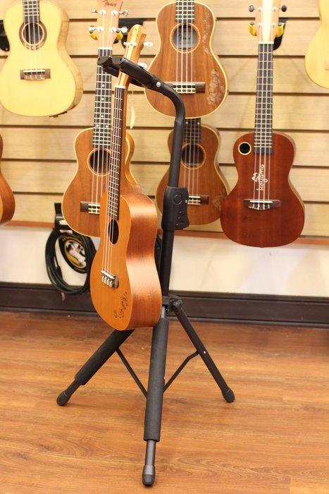 《小山烏克麗麗》烏克麗麗立架 烏克麗麗架 吉他可用 吉他架 靠背式烏克麗麗架 會自動鎖起來哦~