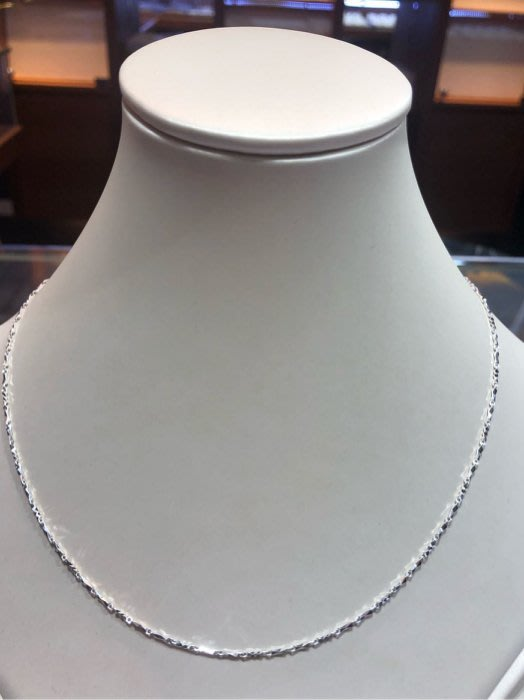 PT900鉑金項鍊,簡單耐看閃亮款式,保值又不褪色,單戴就很美,1.71錢重,超值優惠價8820