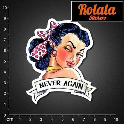 ROLALA【P040】PVC防水潮流貼紙-眨眼大妞《買4送1》單張行李箱貼復古女郎懷舊美國海報never again