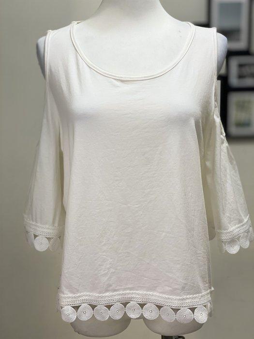 Ask Chic | L號-現貨 || 白色圓領圈圈立體刺繡下擺裝飾露肩七分袖上衣 (AN6324)