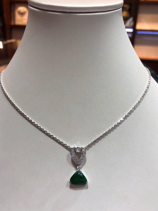 天然A貨翡翠鑽石墜飾,鑽石白火光閃亮,出清特價13800,獨特造型設計款式