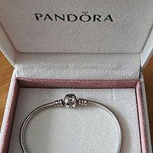 Pandora 手鍊附送琉璃珠(裂左)