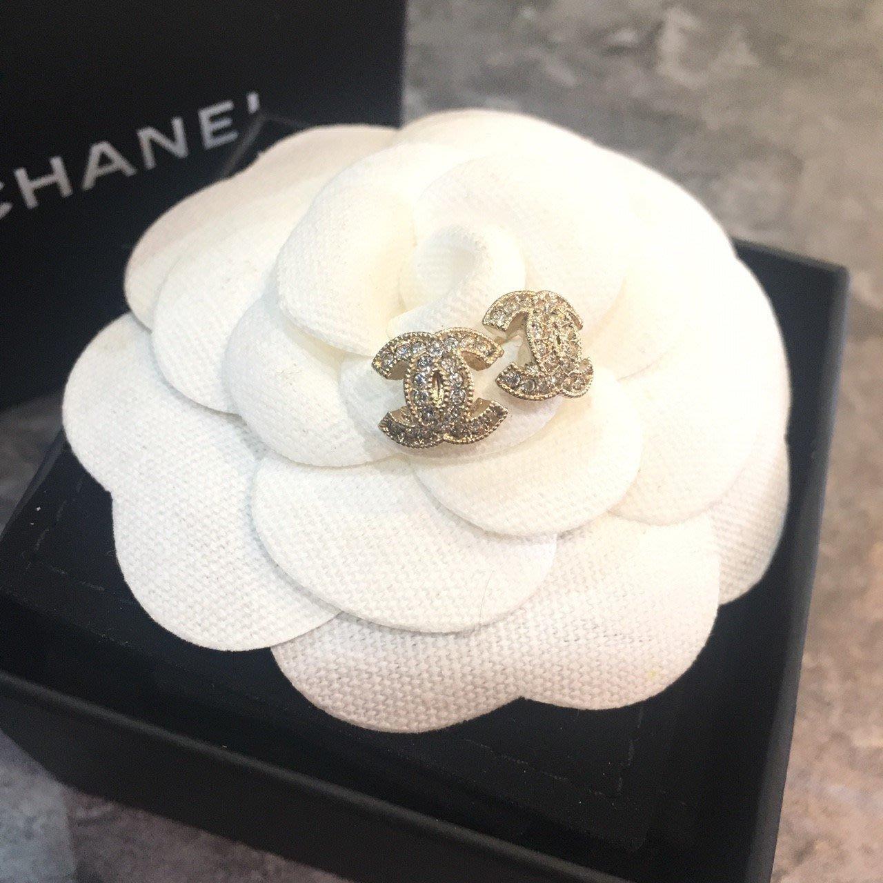 Chanel 香奈兒金色小logo水鑽耳環