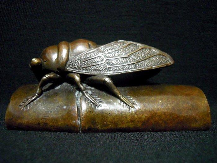 早期銅雕蟬鎮紙-法利堂-直購價6000元.保證真品