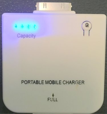 95%新【iPhone 4s 4 3s 3】手提 移動 充電器 mobile Charger 1,900mAh (原價$80)