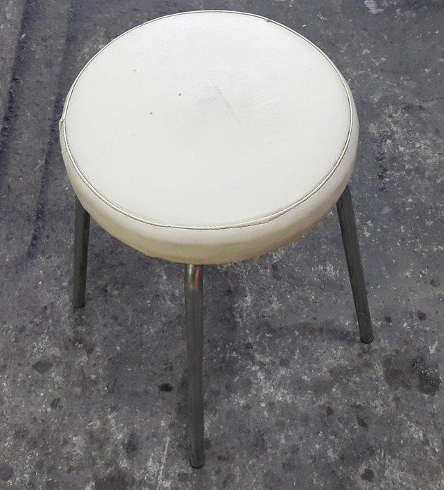 樂居二手家具 G1024BJ 白色皮面美容椅 化妝椅 美睫椅 書桌椅 電腦椅 各式二手桌椅拍賣【全新中古傢俱家電】