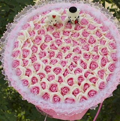 99朵粉紅配白色香皂花玫瑰花