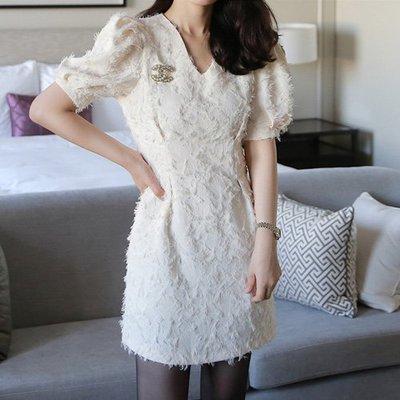名媛氣質洋裝 羽毛設計V領收腰公主袖短洋裝 艾爾莎 【TGK7459】
