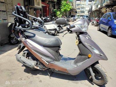 光陽GP125兒童安全座椅(包含靠背、左右扶手、四點式安全帶、貼心掛鉤設計)