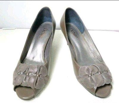 全新DeSire蒂奈兒專櫃深橄色花瓣露趾/魚口鞋
