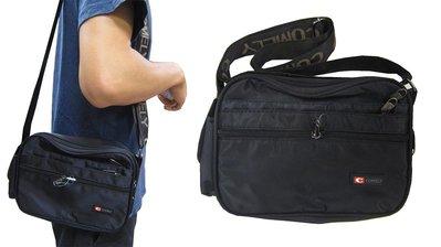 ~雪黛屋~COMELY 斜側包小容量防水尼龍布材質二層主袋+外袋共六層肩背斜側背隨身簡易包隨身物品工作袋C2025