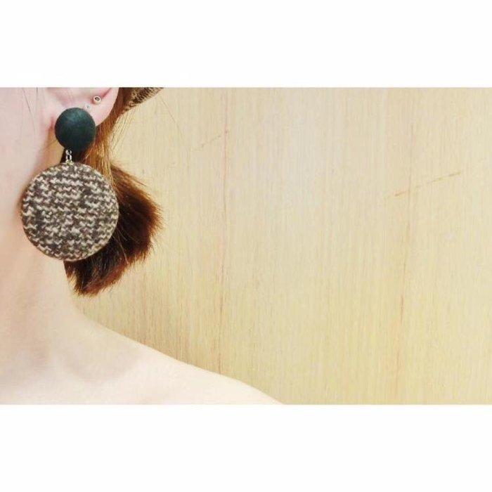 耳環 氣質復古撞色千鳥格格子毛呢圓形紐扣耳釘 銀針耳環耳墜新 【甜心】