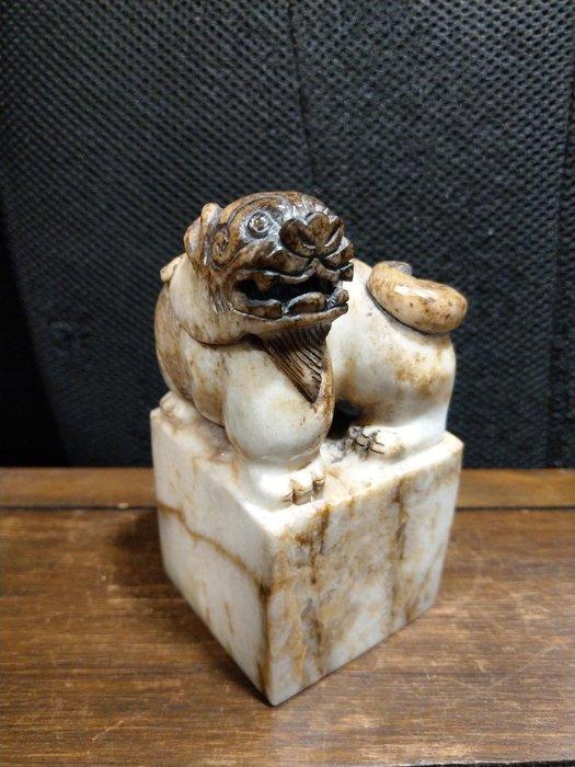 和闐玉雕◎  祥獅 玉印 印材      非壽山石