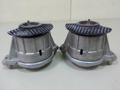 BENZ W204 M272 M276 C300 C350 引擎腳 (2顆售價) OEM廠製 2042404317