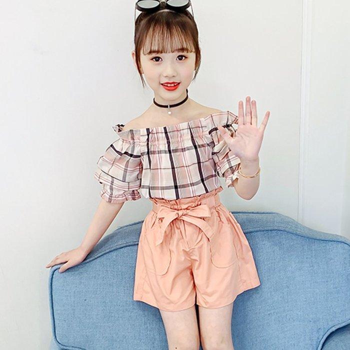 •*~ 辣媽咪衣飾小舖 ~*•❤童裝系列❤K050419韓版大童夏款可愛格子短袖拼接上衣+短褲二件套