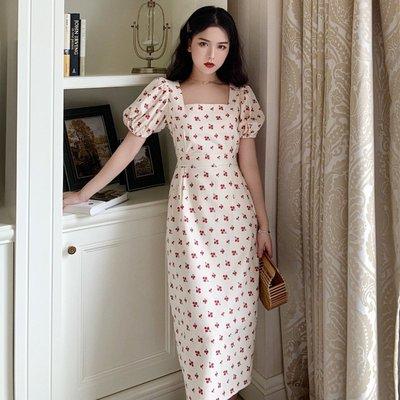 時尚女裙  復古收腰泡泡袖小櫻桃波點印花連衣裙女夏季新款方領開叉中長裙子