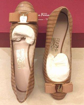 (新) 義大利皮革精品 Salvatore Ferragamo 鞋 (蝴蝶結飾平底鞋) Made in Italy