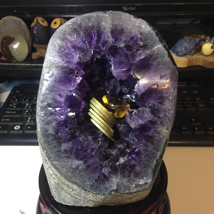 2.29公斤 烏拉圭紫水晶鎮 甕型 碗形 內凹 迷你晶洞 小水晶洞 大角紫 附大圓木底座