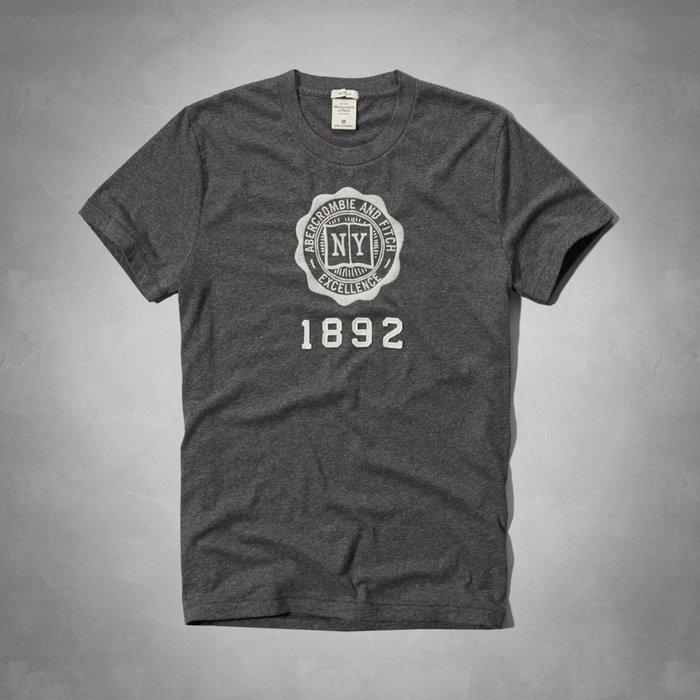Maple麋鹿小舖 Abercrombie&Fitch *AF 深灰色貼布徽章電繡短T-A&F Heritage Tee