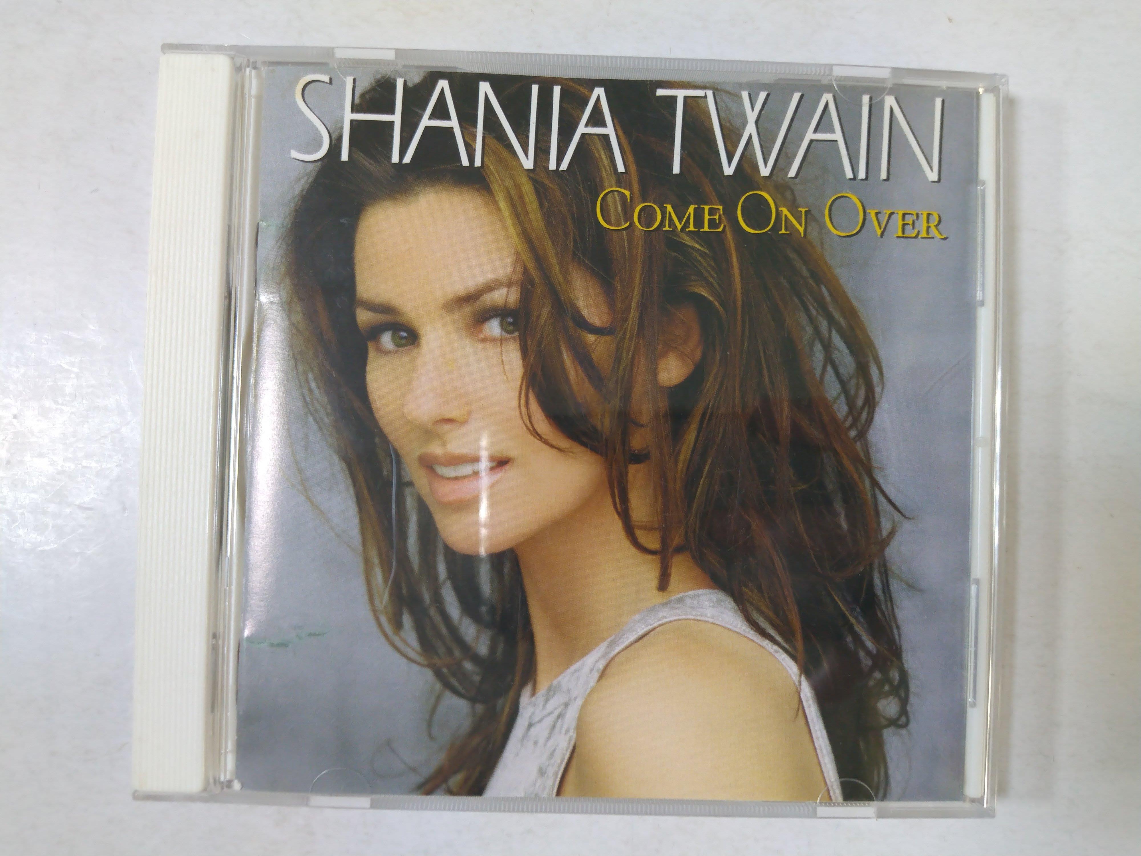 昀嫣音樂(CD42)  SHANIA TWAIN COME ON OVER 澳大利亞壓片 片況如圖 售出不退 可正常播放