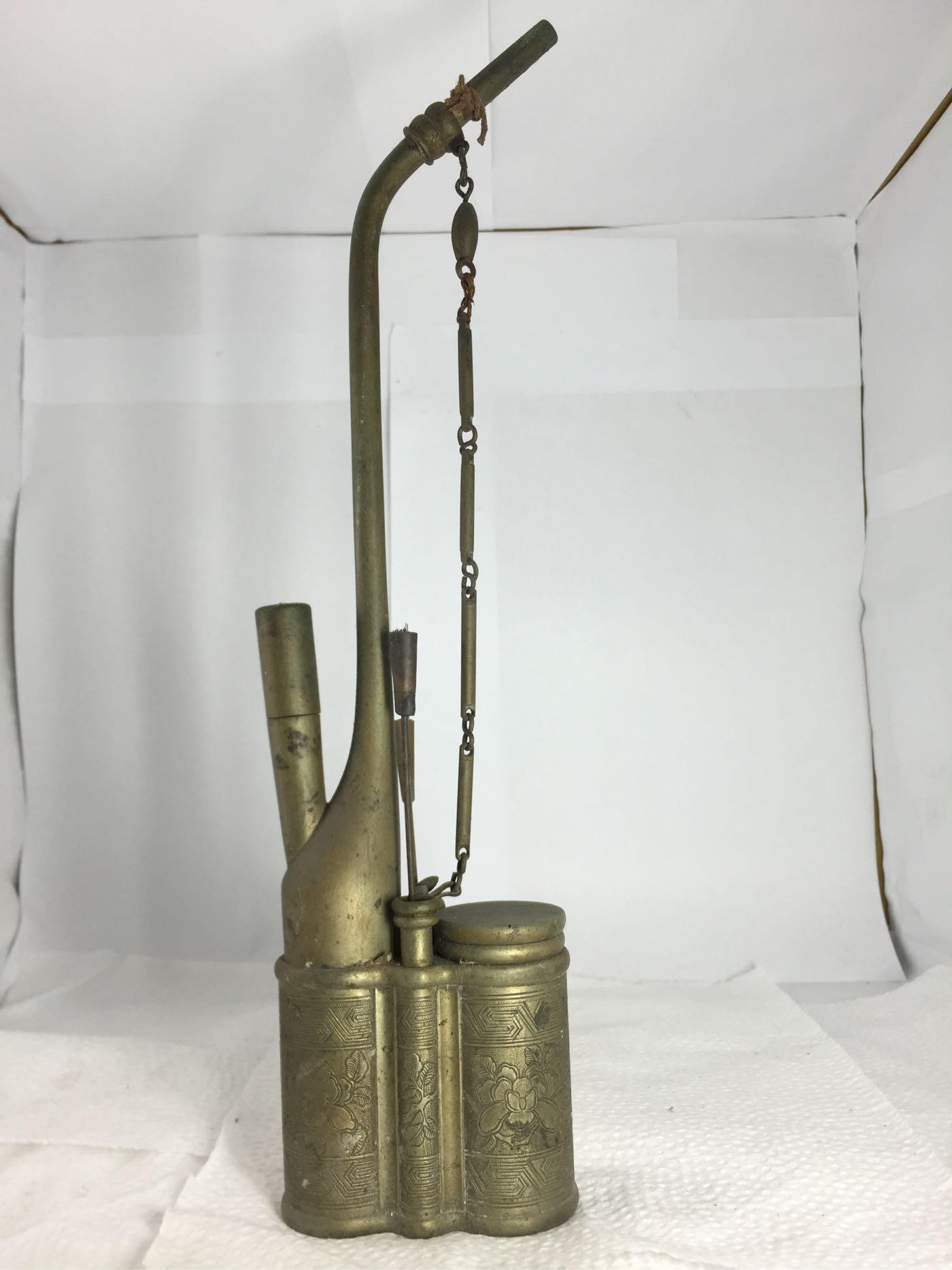 【春富軒】 古早 銅製水煙斗,因為是正老件,難免會留下歲月的痕跡,能接受再請下標。