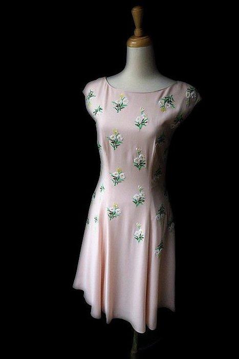 *Beauty*PRADA粉紅色亮片花短袖洋裝 36S   號  18000   元WE18
