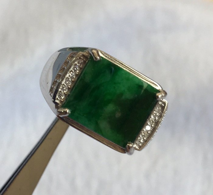珍奇翡翠珠寶首飾-老坑冰種,正陽綠飄辣綠搭配賣家設計款方型925銀k金鋯石戒台,水頭飽滿,細膩冰潤,有種有色放光起膠,附證書