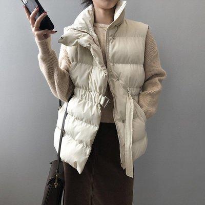 小帥氣設計款馬甲背心開衫 暗釦綁帶羽絨棉無袖外套 艾爾莎【TAE8578】