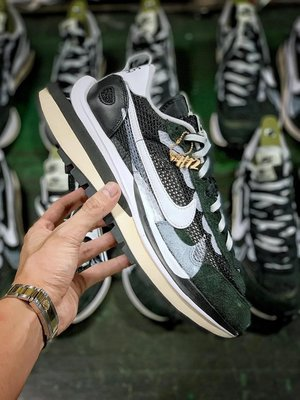 Sacai x Nike VaporWaffle Black&White 解構 黑白