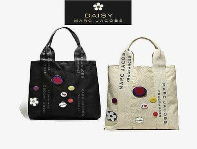 (兩色現貨)專櫃最新贈品 Daisy MARC JACOBS小雛菊 滿logo徽章 手提包/ 購物包 /肩背包