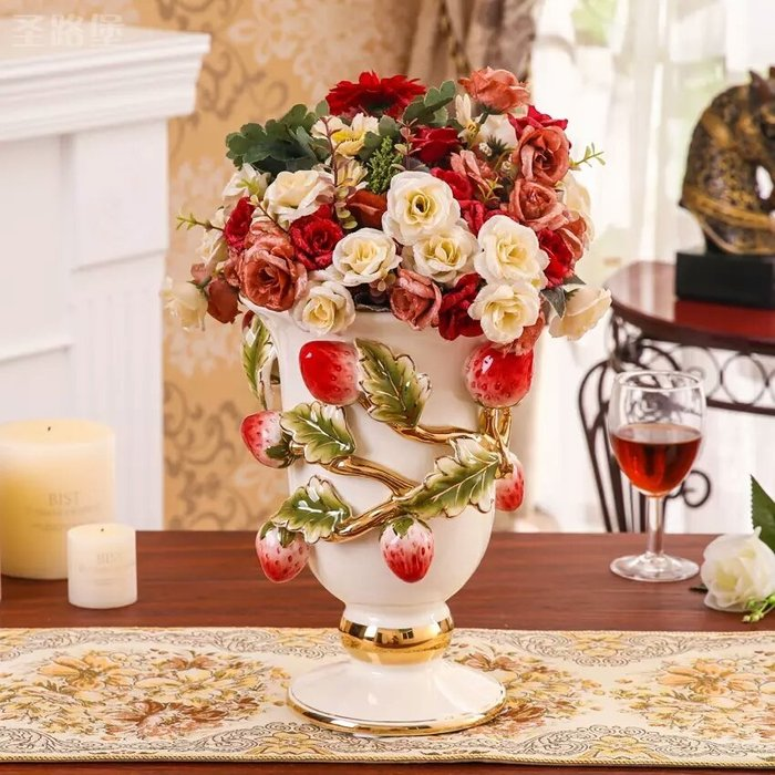 粉紅玫瑰精品屋~高檔奢華草莓浮雕象牙瓷花瓶擺設~