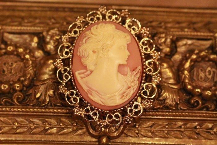 【家與收藏】特價稀有珍藏歐洲古典法國優雅細緻CAMEO鑲嵌浪漫女神浮雕大胸針