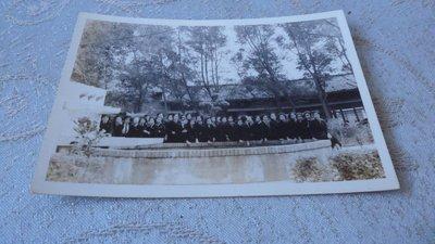 藍色小館10-4--------52年.同學出遊照