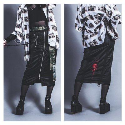 美國東村【Slightly Numb】BLACK DAMASK SKIRT 黑色 緞面 主題 刺繡 MA-1 長窄裙