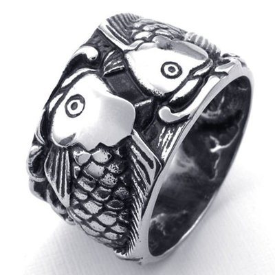 《 QBOX 》FASHION 飾品【R10022820】精緻個性招財富貴金魚鑄造鈦鋼戒指/戒環