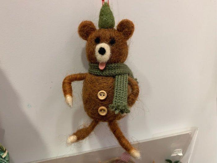 *黑頭小羊雜貨小舖*日本帶回zakka~鄉村風格/耶誕裝飾/手作羊毛氈棕色圍巾耶誕熊熊掛飾/裝飾擺飾/耶誕手工吊飾