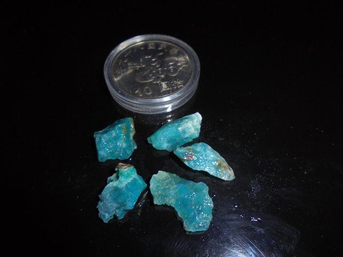 註209 台灣藍寶/藍玉隨  藍寶石 原礦  質地不錯  小顆料   美石  東海岸玉石 花東玉石
