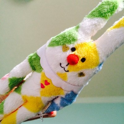 ☄Pierrot Rab❅紅鼻子菱格紋彩帶兔兔子小小抱枕車上靠枕✡Craftholic馬戲團小丑大抱枕全家宇宙人ss號迷你娃娃化妝包送禮首選嬰兒滿月禮物彌月禮盒