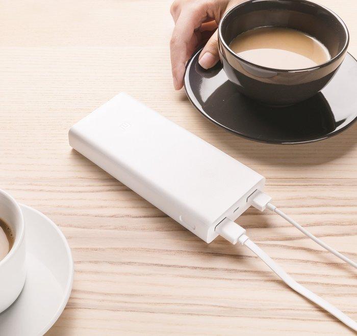 小米行動電源2C,QC3.0 20000mAh 2USB快充充電器,雙USB輸出口 多重安全保護 LED電量指示,9成新