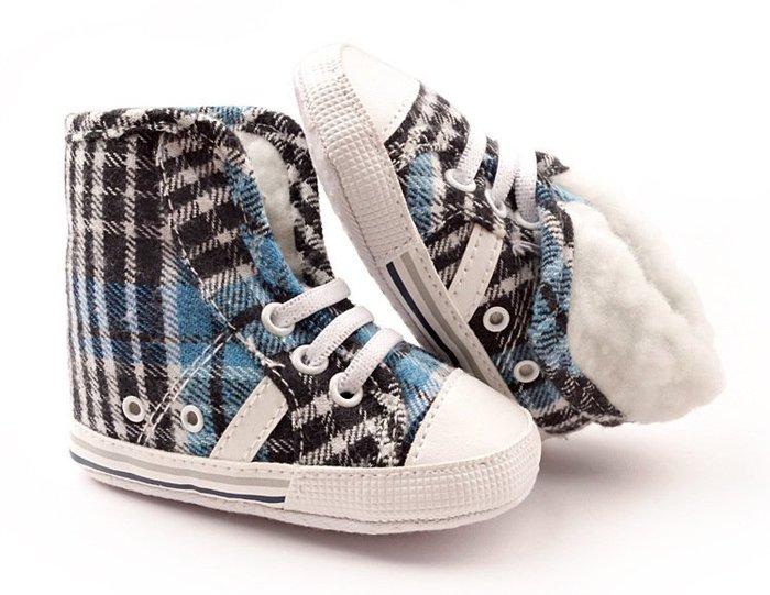 寶貝倉庫~反折黑藍格子保暖鞋~軟底鞋~學步鞋~寶寶鞋~嬰兒鞋~棉鞋~童鞋~螃蟹車~彌月送禮~促銷價1雙127