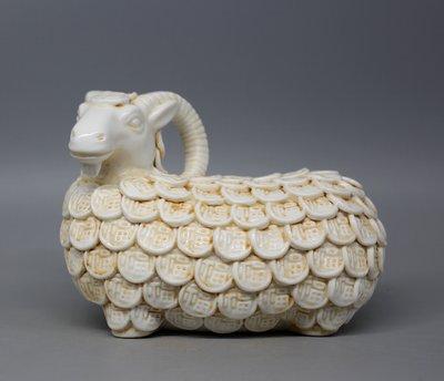 晚清湖田窯月白釉 招財進寶羊擺件