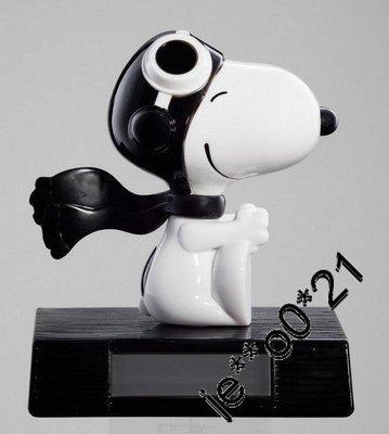 Mcdonald 麥當勞  Snoopy 麥麥送特別版機長擺設+元旦限量版