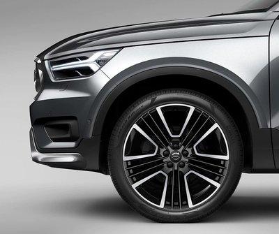 VOLVO 正廠改裝 XC40 專屬21吋鋁圈+ 倍耐力Pirelli P-ZERO 245/40 R21 跑胎