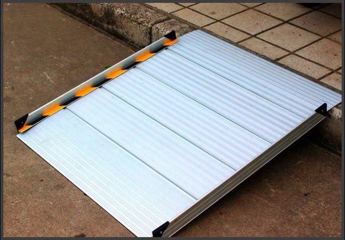 【奇滿來】無障礙坡道 長88*寬75cm 鋁合金 輕巧便攜帶式 坡道板 爬坡道 門檻坡板 台階板 斜坡道 AYBQ