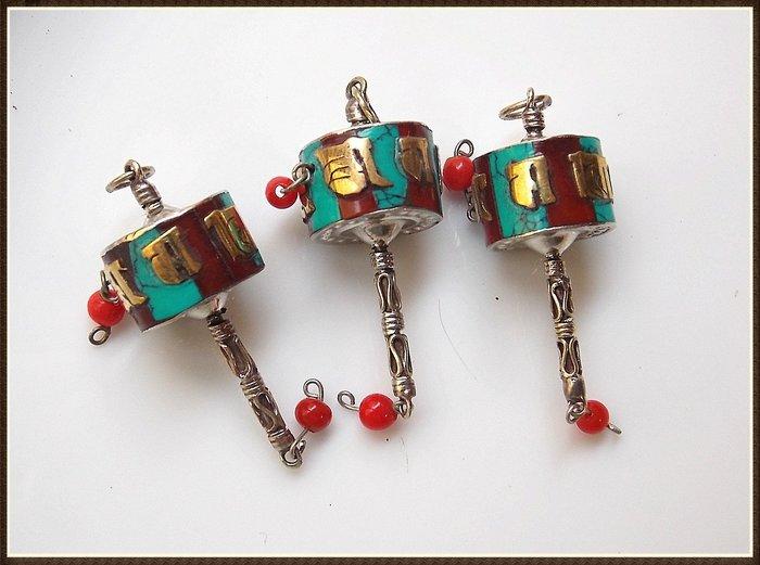 【雅之賞|藏傳|佛教文物】 *特賣*佛珠配件 尼泊爾手工迷你轉經筒掛吊墜(3個)~Q2122