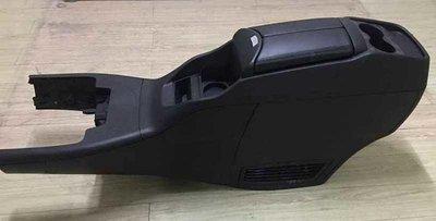 V250中央扶手~不含安裝